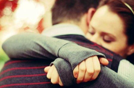 Однажды кто-нибудь обнимет вас так крепко, что все сломанные кусочки соберутся воедино